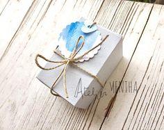 SCATOLINA BOMBONIERA CONFETTI tag acquerello Tag, Paper Design, Confetti, Place Cards, Place Card Holders, Atelier