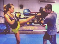 Longe da musculação: inspire-se nas famosas que mantém a boa forma com muay thai, slackline e outros esportes