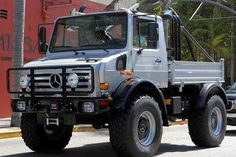 Arnold Schwarzenegger UNIMOG a silver customized pick-up truck made by Mercedes-Benz which is also a vehicle of choice for the German army. Mercedes Benz Unimog, Mercedes Benz Trucks, Pickup Trucks, Lifted Trucks, Mini Trucks, Arnold Schwarzenegger, Unimog U5000, Pick Up, Trailers