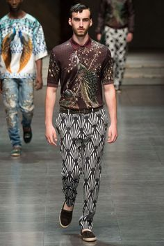 Dolce & Gabbana Spring 2016 Menswear Fashion Show Collection: See the complete Dolce & Gabbana Spring 2016 Menswear collection. Look 4 Dolly Fashion, Love Fashion, Trendy Fashion, High Fashion, Mens Fashion, Fashion Design, Fashion Outfits, Fashion Show 2016, Runway Fashion