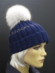 tmavě modrá ručně pletená zimní čepice z merino vlny a s bambulí z pravé kožešiny #cepice#prava#kozesina#modra#bila Matisse, Knitted Hats, Winter Hats, Knitting, Fashion, Beanies, Moda, Tricot, Fashion Styles
