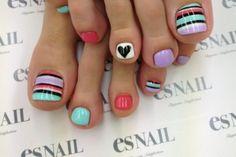 Nails toes polish