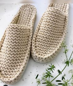 Crochet Sandals, Crochet Shoes, Crochet Slippers, Modern Crochet Patterns, Crochet Designs, Crochet Mittens Pattern, Crochet Case, Beginner Crochet Projects, Knitting Stiches