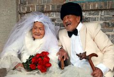 Chinese couple have wedding photos taken 88 years after their big day