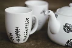 use a Pebeo Porcelaine 150 point paint marker to decorate your own tea set--great gift idea!