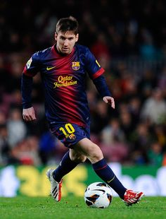Lionel Messi of FC Barcelona runs with the ball during the La Liga match between FC Barcelona and RC Deportivo La Coruna at Camp Nou on Marc...