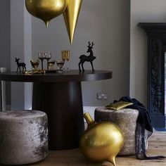 White and gold Christmas decorations | Modern Christmas decorating ideas | Christmas decorating ideas | Christmas decorations | PHOTO GALLERY | housetohome.co.uk | Mobile