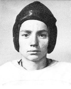 Abbott, Texas Willie Nelson as a sophomore, left halback. Photo by Seth Poppel/Library Yearbook Celebrities Then And Now, Young Celebrities, Celebs, Young Actors, Willie Nelson, Texas Music, Yearbook Photos, Famous Musicians, Childhood Photos