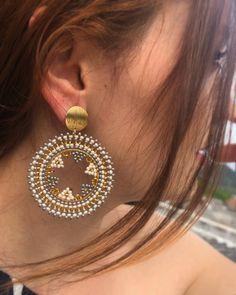 Jewelry Design Earrings, Seed Bead Earrings, Round Earrings, Fashion Earrings, Beaded Jewelry, Fashion Jewelry, Seed Beads, Crochet Beaded Bracelets, Beaded Earrings Patterns