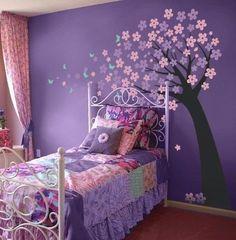 Children's bedroom for a gentle girl