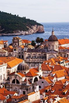 Dubrovnik is an amazingly intact walled city on the Adriatic Sea coast in the south of Croatia. Discover the best attractions and things to do in Dubrovnik. Montenegro, Places Around The World, Travel Around The World, Places To Travel, Places To See, Wonderful Places, Beautiful Places, Bósnia E Herzegovina, Lokrum Island