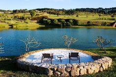 Amparo (SP): No Lake Villas Exclusive Hotel & SPA (www.lakevillas.com.br) o pacote de três noites de hospedagem com café da manhã custa a partir de R$ 5.100 para o casal. De 4 a 7 de junho. Reservas: (19) 2512-1773. (Preços e condições consultados em abril de 2015 e sujeitos a alterações. Consulte o estabelecimento antes de fazer a reserva)