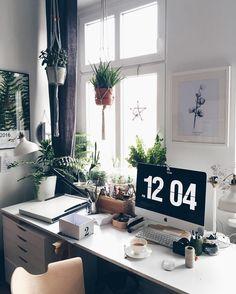 "MARGO HUPERT  on Instagram: ""Hello ☺️ #workshop #artwork #urbanjungle #plants #plantslover #plantsstrong #plantsarefriends #urbanjunglebloggers #coffeetime #instaflowers #flowers #art #cotton #poster #flowerposter #botanic #botanical #walldecor #fern #design #interiordesign"""