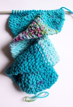 Knitting: Free pattern for a spiral (corkscrew) scarf using only knit stitch