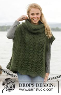 """Knitted DROPS poncho with wavy pattern and detachable collar in garter st in """"Alpaca"""" and """"Kid-Silk"""". Size: S - XXXL. ~ DROPS Design"""