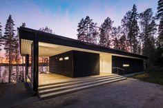 Private House in Finland. Architect: Plusarchitects Ltd Photography © Kuvatoimisto KUVIO Oy #lunawood #thermowood Terrassenbelag aus #Thermo-Kiefer – Info auf www.holzforum.online