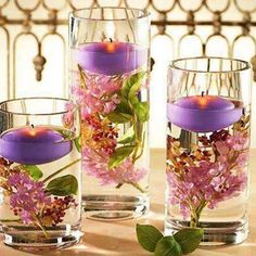 Arranjo de flores com velas