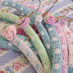 clothes hangers knitting crochet pinterest kleiderb gel h keln und klamotten. Black Bedroom Furniture Sets. Home Design Ideas