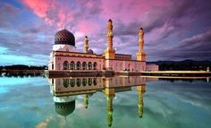 Мечеть на воде - Масджид Бандарая, г.Кота-Кинабалу  #travel #travelgidclub #путешествия #traveling #traveler #beautiful #instatravel #tourism #tourist #туризм #приода #архитектура #мечеть #наводе