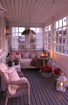 veranda with old windows.this would be nice on our screened in side porch. veranda with old windows.this would be nice on our screened in side porch. Enclosed Porches, Decks And Porches, Screened Porches, Back Porches, Pergola Diy, Pergola Ideas, Modern Pergola, Modern Porch, Cheap Pergola