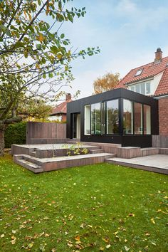 This elegant black box is an extension to a beautiful house. The extension solves the lack of space, that the owners experience. Extension Veranda, House Extension Design, Cheap Pergola, Pergola Kits, Roof Architecture, Pergola Attached To House, Box Houses, Exterior Makeover, Backyard Garden Design