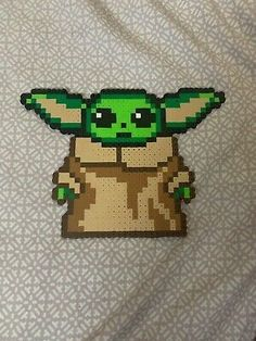 Perler Bead Baby Yoda Magnet For Fridge, Or Magnet Bourd Easy Perler Bead Patterns, Perler Bead Templates, Diy Perler Beads, Pearler Bead Patterns, Perler Bead Art, Hamma Beads 3d, Peler Beads, Fuse Beads, Pixel Art