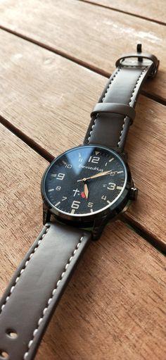 - 35€ -  #RegaloCristiano #CruzIgulAmor #Reloj #Regalo #Marron #Salvacion Tic Tac, Tattoos, Leather, Stuff To Buy, Accessories, Christian Gifts, Black Backgrounds, Faux Fur, Clock