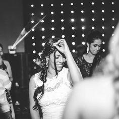Quando a noiva cai na pista e aproveita esse momento inesquecível ❤Noiva Manú �� Beleza: Pedro d'Alencar ���� #noivalinda #noivaromantica #noivaclassica #bride #wedding #makeupartist #makeup #maquiagem #maquiadores #maquiagememcasa #maquiagembrasil #hair #tranças #hairstyle #cabeleireiro #nofilter #instagood #instalove #fotosdecasamento #nars #chanel #makeupforever #mac #vultcosmetica #pausaparafeminices #latika #kyliejenner #kyliecosmetics #hudabeauty #juvias…