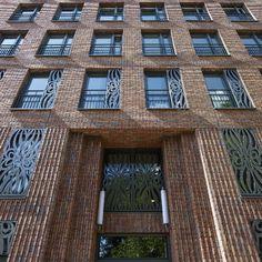De speciale architectuur die hier is toegepast is een mooi voorbeeld van gevelvernieuwing.