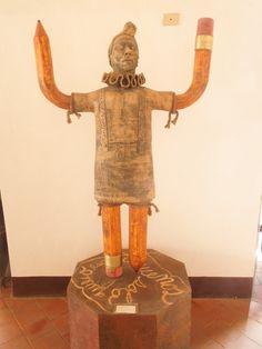 """""""Solo quiero escribir suenos"""", ceramic art in Havana, Cuba, by David Velasquez Torres, 2011"""