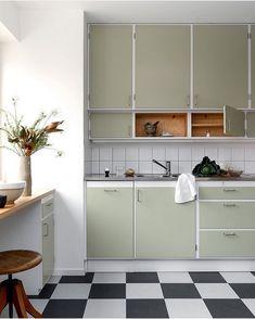 Home Interior, Kitchen Interior, Kitchen Decor, Kitchen Design, 50s Style Kitchens, Home Kitchens, Kitchen Corner, New Kitchen, White Ikea Kitchen