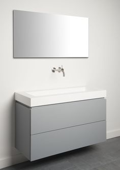 Corian wastafel in combinatie met spuitwerk badkamermeubel by Tiz Design.