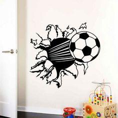 De voetballen vliegen je om de oren! Met deze prachtige decoratie voetbal sticker lijkt het net of de voetbal uit door je muur wordt geschoten. Voor de echte voetbal liefhebbers, geschikt voor jongens en meisjeskamers. Plak de voetbal altijd op een vlakke, schone en droge muur. Heb je onlangs je muur geverfd? Laat deze dan minimaal 5 …