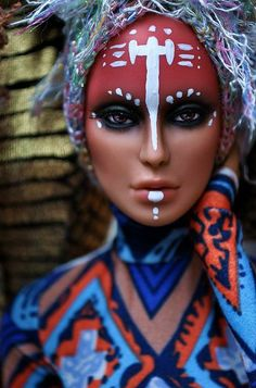 I know this is a doll but it so should be integrated as a queen's make-up Make India, African Makeup, Tribal Makeup, Tribal Face, Make Up Art, Doll Repaint, Fantasy Makeup, Creative Makeup, Costume Makeup