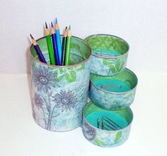 Desk Organizer / Pencil Holder made from recycled cans Mais Coffee Can Crafts, Tin Can Crafts, Fun Crafts, Diy And Crafts, Arts And Crafts, Diy Projects To Try, Craft Projects, Craft Ideas, Recycle Cans