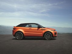 The 2017 Land Rover Range Rover Evoque Convertible is a four-passenger, two-door drop-top with the brand's most cutting-edge touchscreen infotainment system. It will debut officially at the 2015 Los Angeles Auto Show. Range Rover Evoque, Range Rovers, Landrover Range Rover, Range Rover Sport, Cars Land, All Cars, My Dream Car, Dream Cars, Convertible