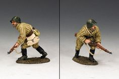 World War II Russian Army RA052 Soviet Advancing Rifleman - Made by King and Country Military Miniatures and Models. Factory made, hand assembled, painted and boxed in a padded decorative box. Excellent gift for the enthusiast.