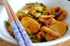 Stir-Fried Sticky Rice Cakes (Nian Gao) - The Woks of Life Seitan, Tempeh, Tofu, Rice Cake Recipes, Rice Cakes, Chinese Noodle Recipes, Nian Gao, Korean Rice Cake, Asian Recipes
