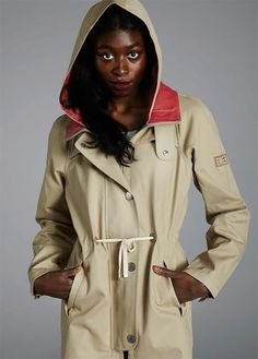 Scandinavian weather can turn upside down in a second. It's wise to dress accordingly. This beautiful women's scout jacket by Finnish Makia is something you don't want to miss.