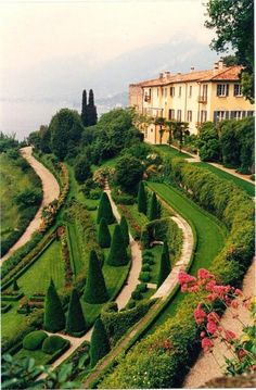 Villa Serbelloni a Bellagio, Lake Como, Italy (not the same place as Grand Hotel Villa Serbelloni). Villa Serbelloni a Bellagio, Lake Como, Italy (not the same place as Grand Hotel Villa Serbelloni). Places Around The World, The Places Youll Go, Places To Go, Around The Worlds, Beautiful World, Beautiful Gardens, Beautiful Places, Lac Como, Comer See
