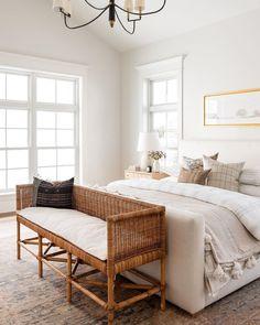Bedroom Inspo, Home Bedroom, Modern Bedroom, Bedroom Decor, Bedroom Ideas, Bedrooms, Bedroom Furniture, Airy Bedroom, Bench In Bedroom