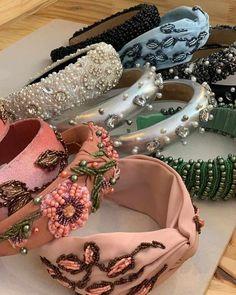 Hair Accessories For Women, Fashion Accessories, Diy Headband, Turban Headband Tutorial, Headband Styles, Hair Beads, Diy Hairstyles, Beaded Embroidery, Hair Pieces