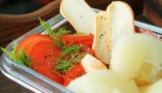 Cassava / Maniok mit Tomaten, Käse und Salami