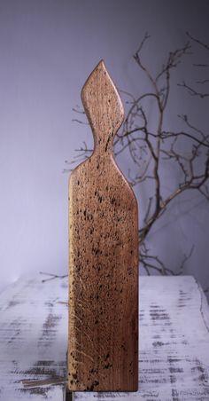 Lungime – 68 cm,Lăţime – 14 cm,Suprafaţă lucru- 55 cm -13 cm,Grosime – 2.4 cm,Greutate – 1.15 kg  Colecţie - Golden Rain – splatter  Culoare – Nature splatter  Finisaj -  procedeu natural cu ulei din nuci şi ceară de albine  Esenţă lemn- Stejar   Meşter – Constantin Toderău Platter Board, Tung Oil, Special Gifts, Kitchen Design, Restaurant, Vase, Rustic, Modern, Handmade