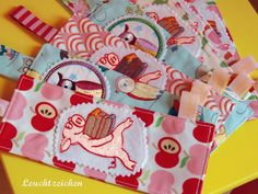 """""""Little Piggy and Books"""" from the """"Best Friends"""" Colelction at www.AnjaRiegerDesign.com here: http://anjariegerdesign.com/embroidery-designs/friends.html #embroidery #AnjaRieger #crafts #DIY"""