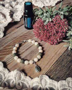 Neuveriteľné 💚🏵️💚, dnes som vyrobila tento #naramok, ktorý je vhodný na  #aromaterapia . Som trochu prechladnutá a podvedome som si vybrala…