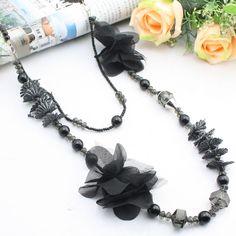 Art en tissu noir + perle + collier de semences acrylique double couche