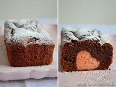 Il plumcake con sorpresa é una ricetta perfetta per San Valentino, un dolce allo yogurt con un cuore all'interno. Leggi la ricetta per il bimby.