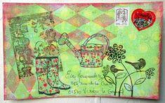 Arrosoir et bottes de jardin fleuries
