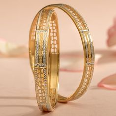Plain Gold Bangles jewellery for Women by jewelegance. ✔ Certified Hallmark Premium Gold Jewellery At Best Price Gold Ring Designs, Gold Bangles Design, Gold Earrings Designs, Gold Jewellery Design, Gold Jewelry, Ethnic Jewelry, Indian Jewelry, Plain Gold Bangles, Gold Bangles For Women